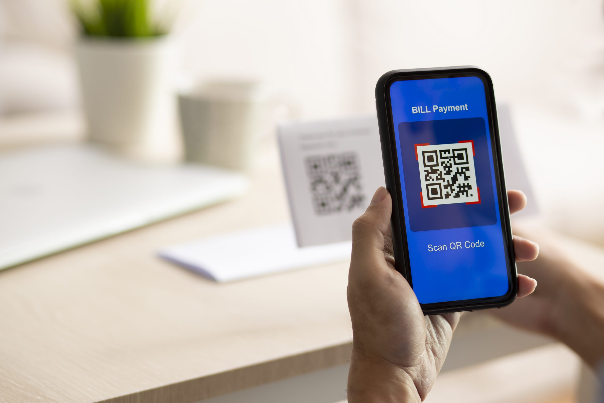 using-smartphone-to-scan-qr-code